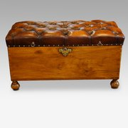 Antique_Camphor_wood_ottoman_